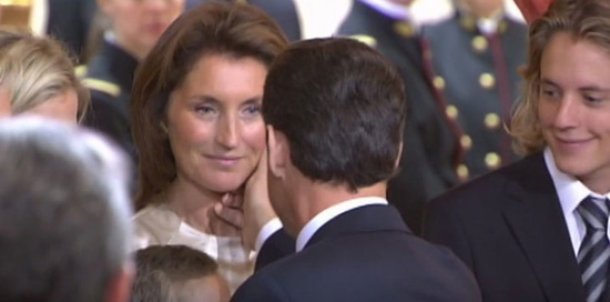 Cecilia embrasse S.